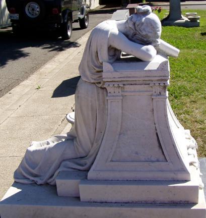 Il fascino del silenzio angelo del dolore copia for Dolore addome sinistro alto